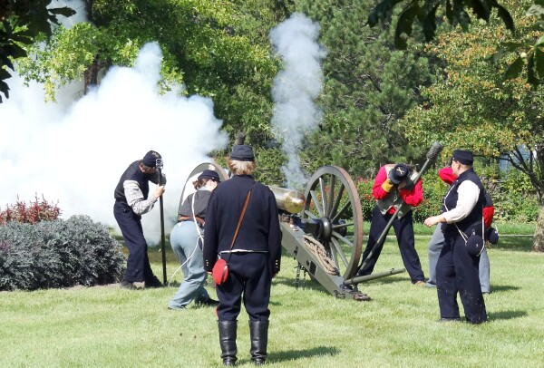 2011/ROT2011-6467-cannon.jpg