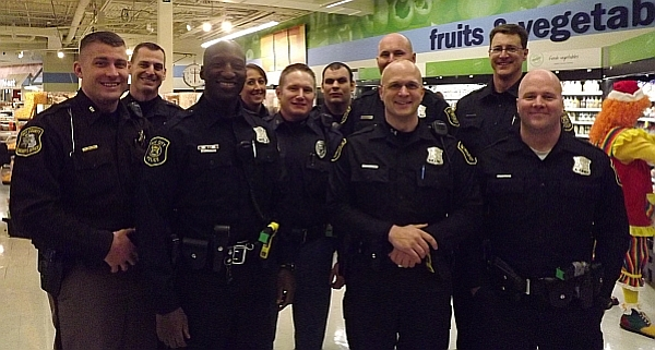 MyBayCity com Over 40 Children Shop With A Cop At Local Meijer