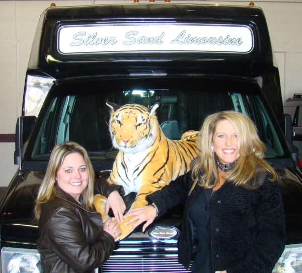 Mybaycity Com Silver Sand Limo Ready For Tigers Amp Loons